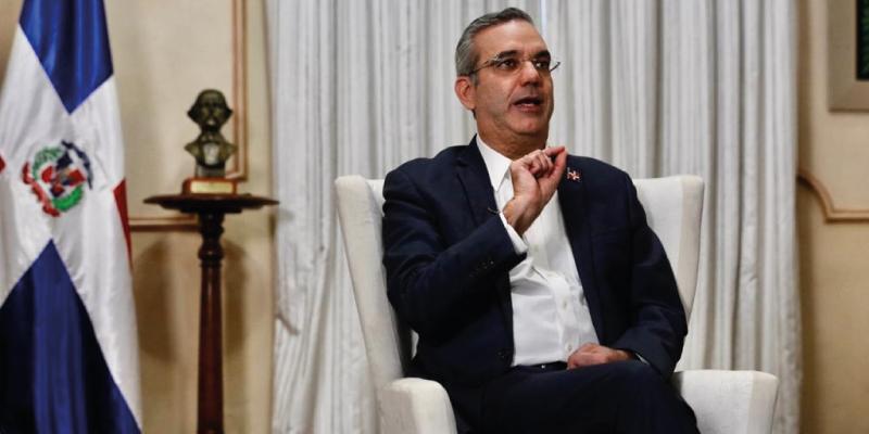 [:es]Abinader afirma gobierno consensuará plan posicionar RD como Hub Logístico[:]