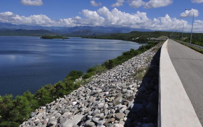 [:es]Hidroeléctricas, claves para ampliar la generación de energía limpia[:]