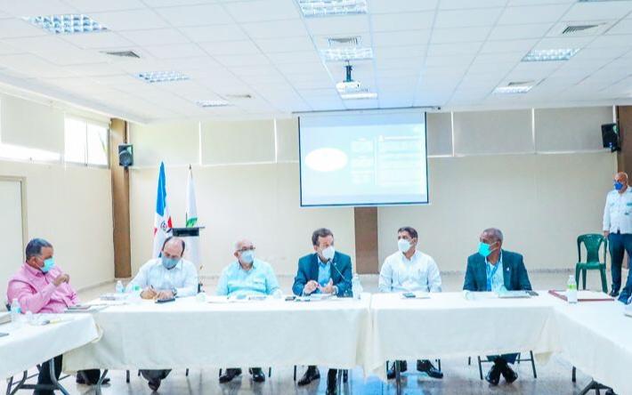 [:es]MICM junto a otras instituciones impulsa acciones para eficientizar operatividad y rentabilidad del sector lechero RD[:]