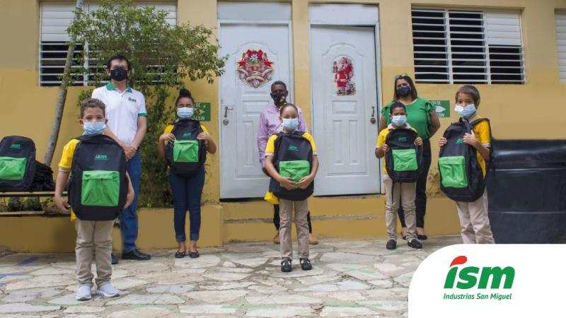 Entrega Industrias San Miguel kits escolares 150 niños