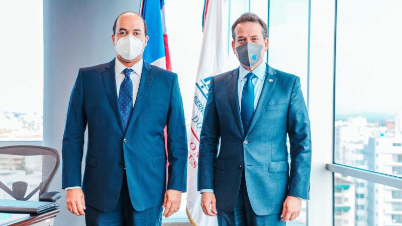 Reúne Ministro Bisonó con embajadores colocar productos y servicios dominicanos en el exterior