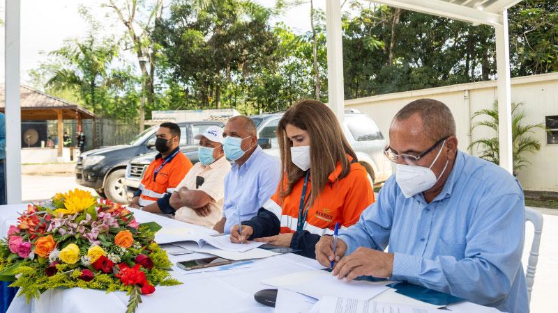 Suscribe Barrick acuerdo Fundación REDDOM apoyo sector agropecuario y productores acuícolas