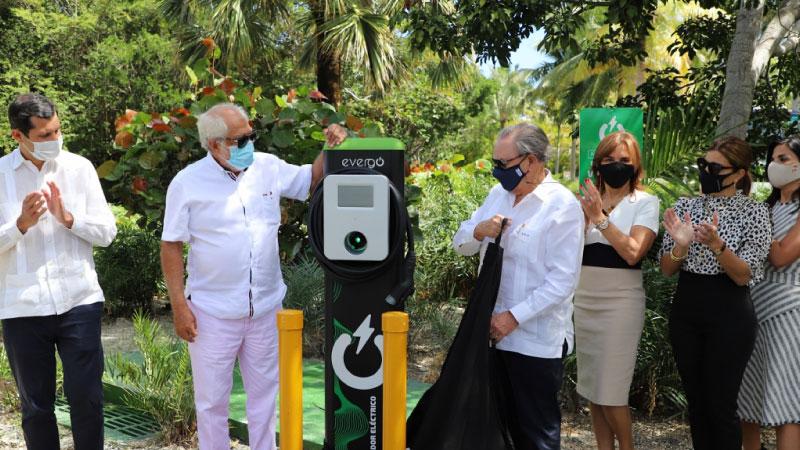 Instala Grupo Puntacana 3 estaciones para vehículos eléctricos Evergo