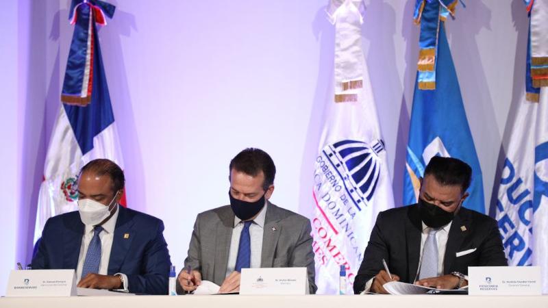 MICM y Banreservas lanzan fideicomiso para el desarrollo del Gas Natural Vehicular