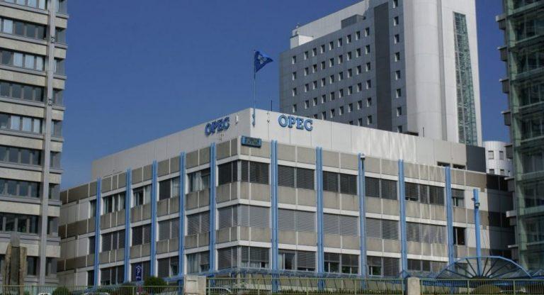 OPEP mantiene aumento de producción de 2 millones de barriles diarios