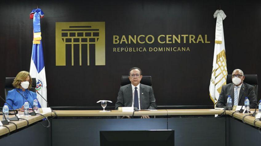 Ofrece gobernador Valdez Albizu informe excelente comportamiento economía dominicana
