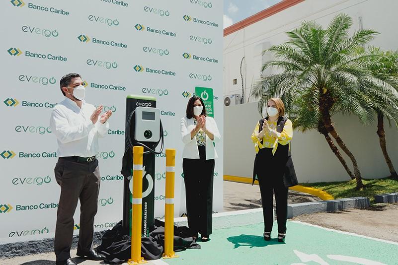 Banco Caribe inaugura en Santiago segunda estación de carga Evergo