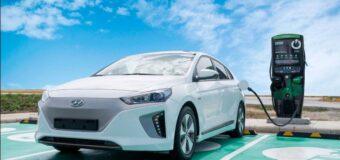 Empresas expandirán estaciones de carga eléctrica con energía renovable