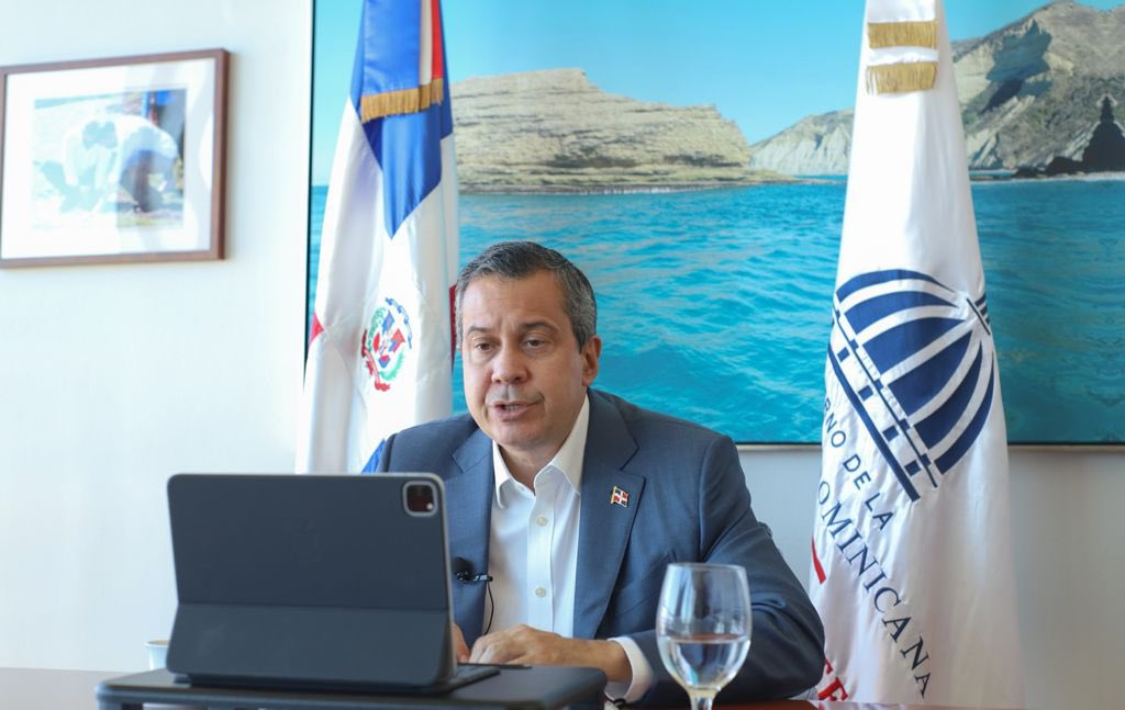Llama ministro Medio Ambiente  empresariado contribuir desarrollo sostenible