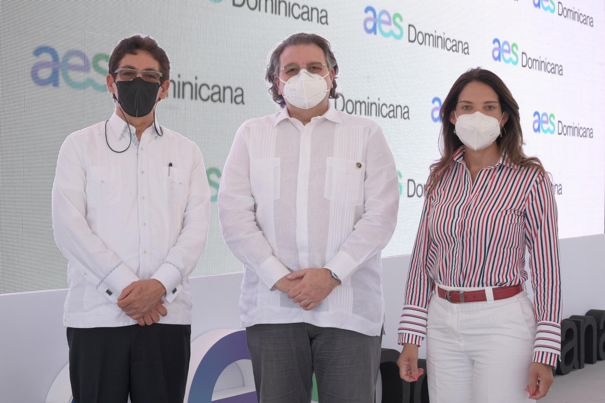 Superintendente de electricidad participó en acto de Inauguración Parque AES Bayasol