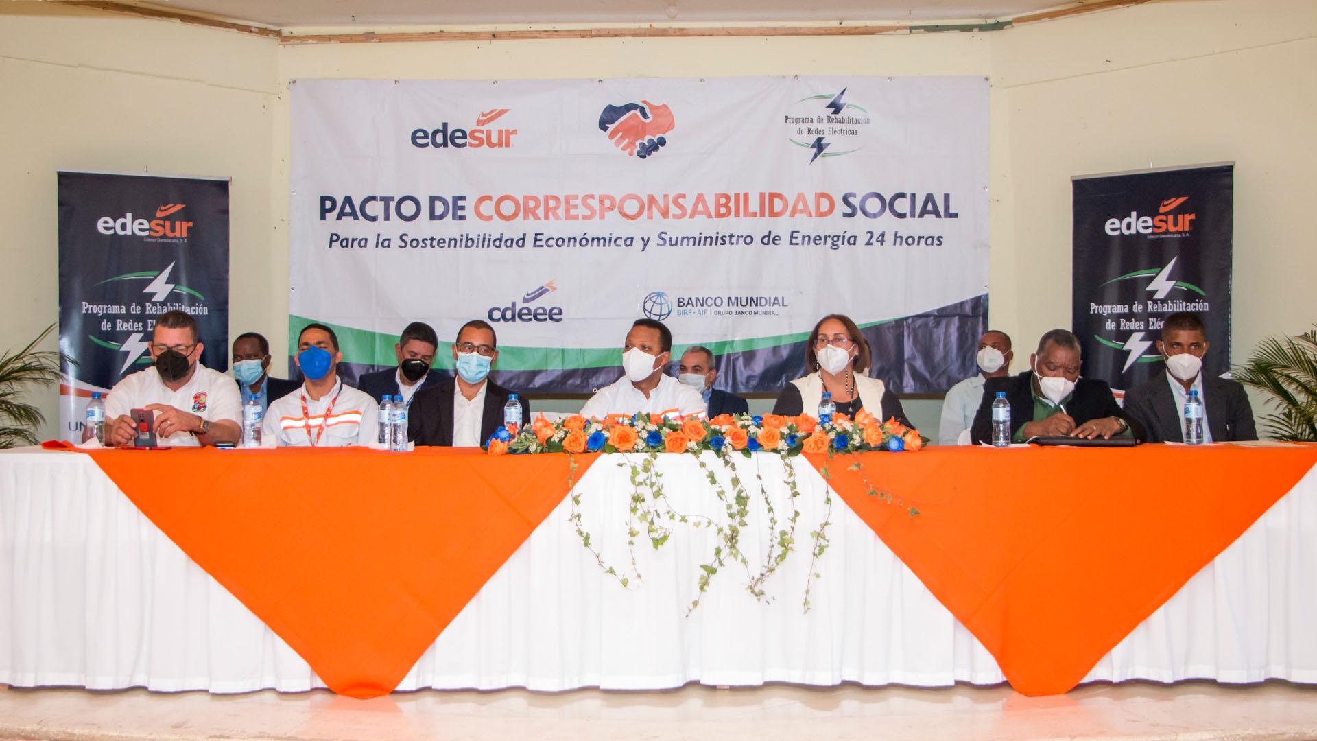 Edesur Dominicana firma pacto social con 20 comunidades de Villa Altagracia