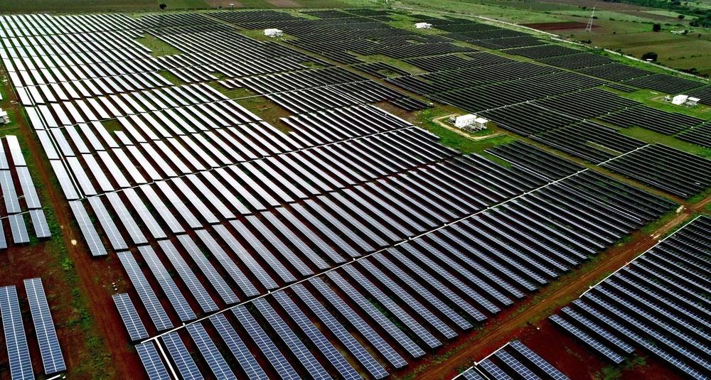 Adquiere Adani Green Energy cartera energía renovable 5 GW India de SB Energy